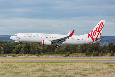 Virgin Australia 737-800 VH-YFJ lands on 05
