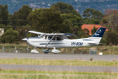 Cessna 182 SkyLane VH-BOM of Forsyth Aviation begins it's take off roll on 05