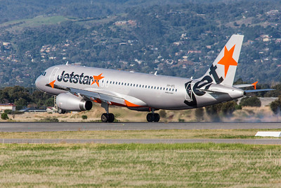 Jetstar A320 VH-VFL lands on 05