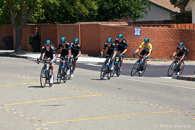 Sky leads the peloton. Bradley Wiggins in the yellow jersey. At corner of Broadmoor and Dalton