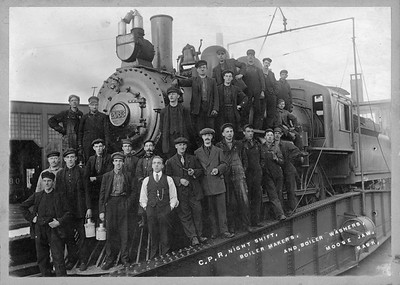 2018.004.261--john winter cabinet card--CP--steam locomotive 2083 on turntable with employees--Moose Jaw SK--no date