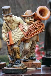 Musicians on a barrel organ
