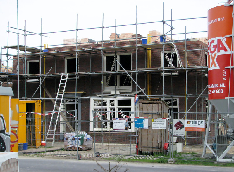 The front wall be in scaffolding