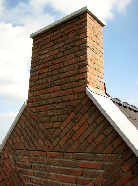 Pointing the chimney of the gable