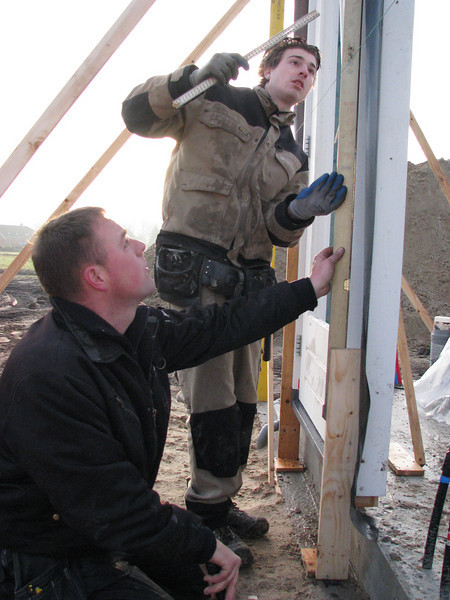 Hans and Jarno placing the windows and door frames of the garage