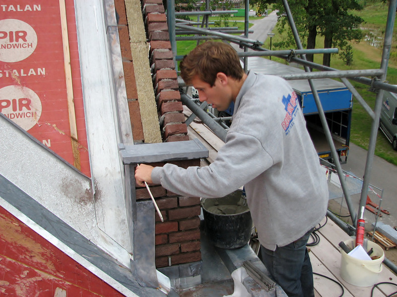 Paul mounting Ardennes blue stone gable stones with glue