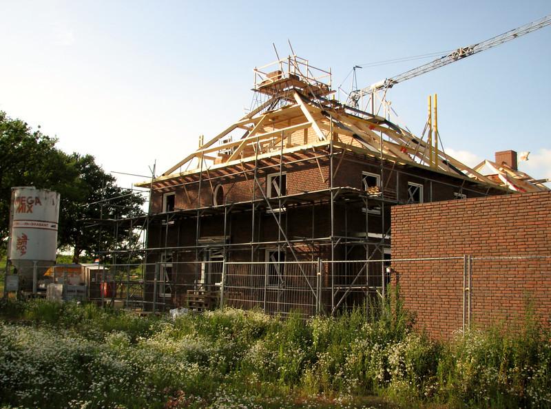 Round-top (scaffolding) on the chimney (NL: kraaiennest :-)) op de schoorsteen)