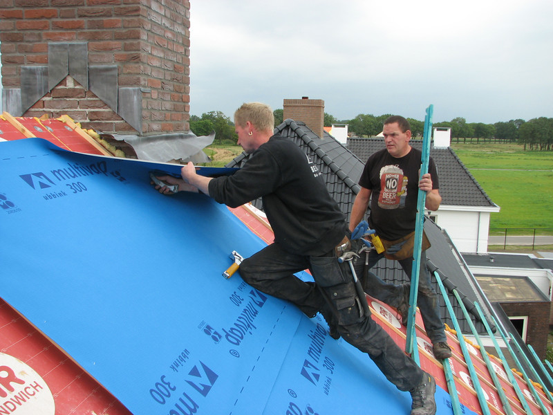 "Mounting tile laths and moisture regulation ""multivap 300"" sheets"