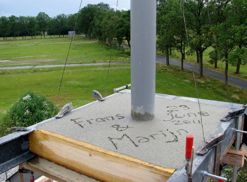Chimney base of reinforced concrete