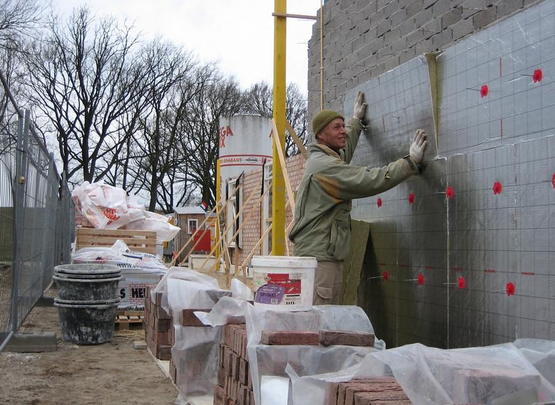 Insulating the garage walls