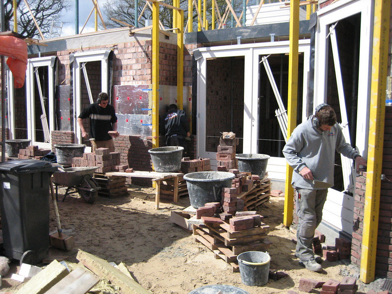 Bricklaying the house