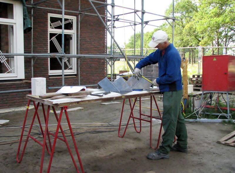 Marijn folding the lead slabs of the chimney