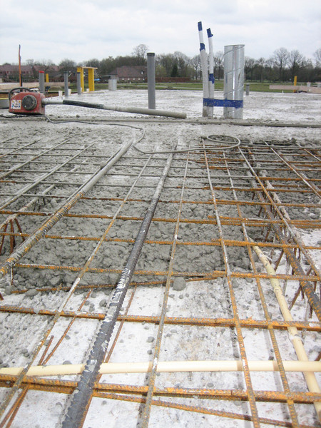 Casting  and vibrate concrete of the first floor