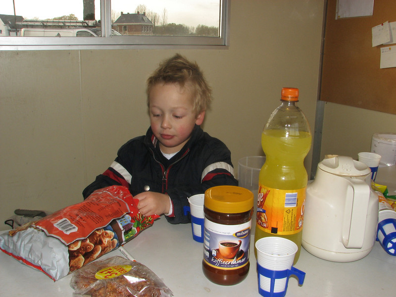 Stijn lunching in the hut