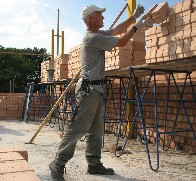 Bricklaying walls of the attic