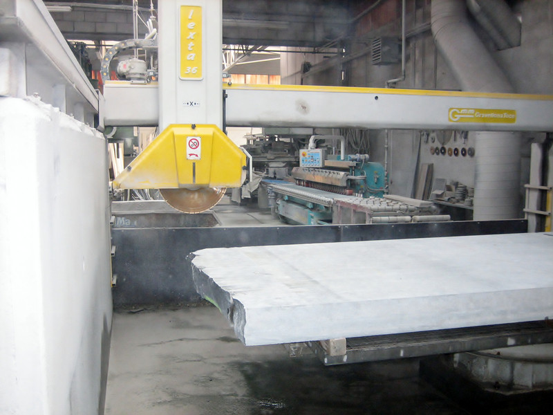 Sawing of the door frame of Ardennes bluestone