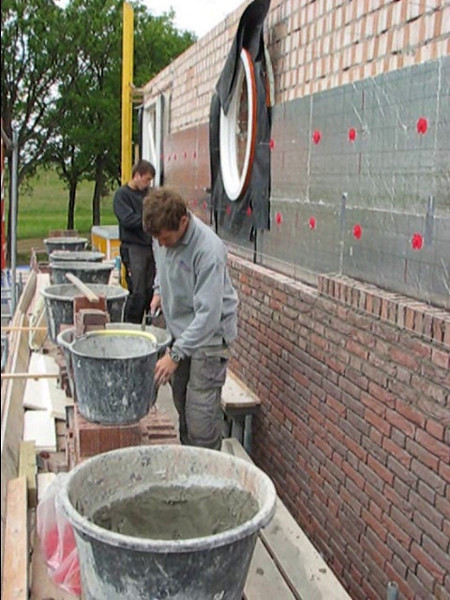 Film: The brothers van Gastel bricklaying the upright course in the South wall