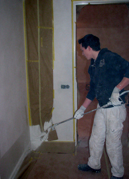 Robert learning Rick to spray the walls and ceiling (firm: Robert v.d. Wetering schilderwerken)