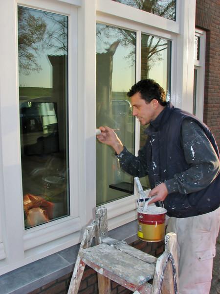 Robert and Rick are painting the bay (Robert v.d. Wetering schilderwerken)