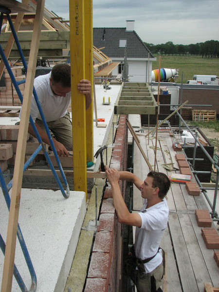 Hans and Jarno mounting the gutter frames