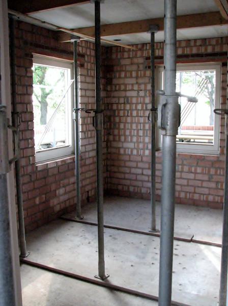Assemble load-bearing beams in Stijns room