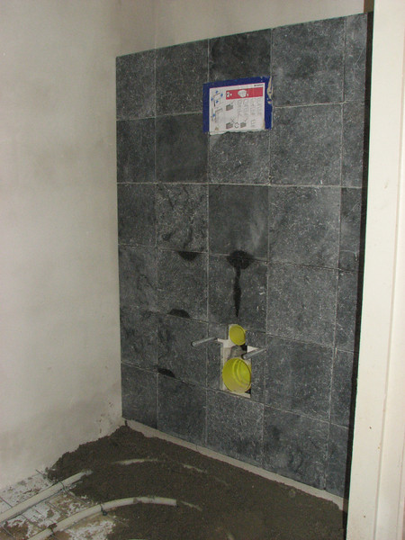 Toine Adriaans tiled the toilet reservoir (first floor)