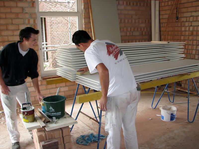 Rick van Hoof and Robert priming the undersides of the gutter (by the firm Robert van de Wetering)