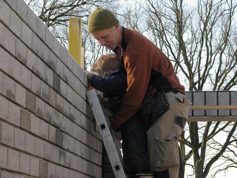 Stijn and Marijn climbing a ladder