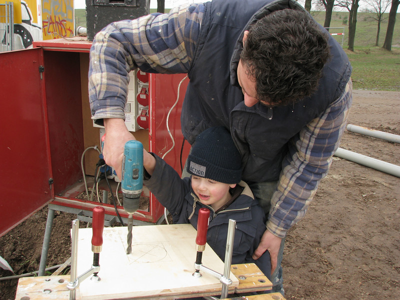 Drill a hole. Stijn and dad Robert working on a connection plate