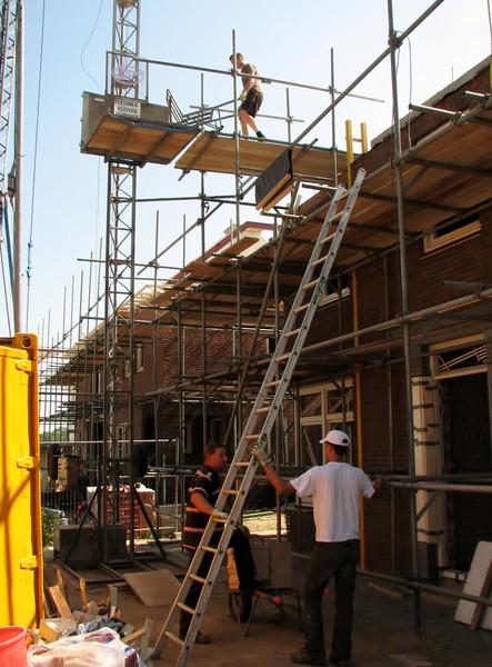 Builder's hoist to the attic