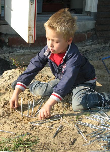 """Stijn working """"huisje bouwen"""""""