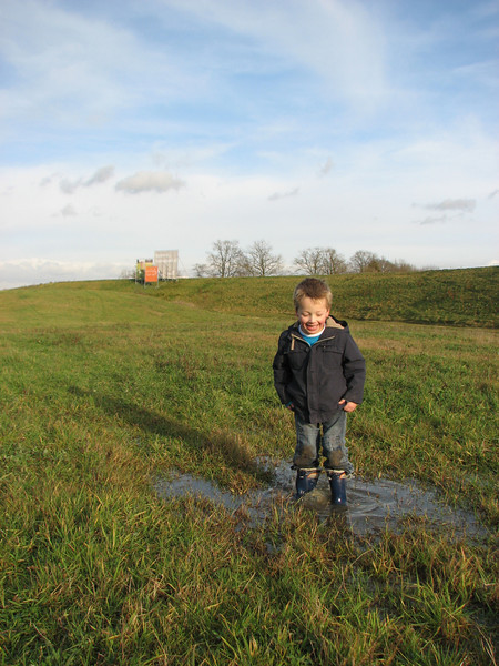 Stijn is playing in the puddles of Sonnius park