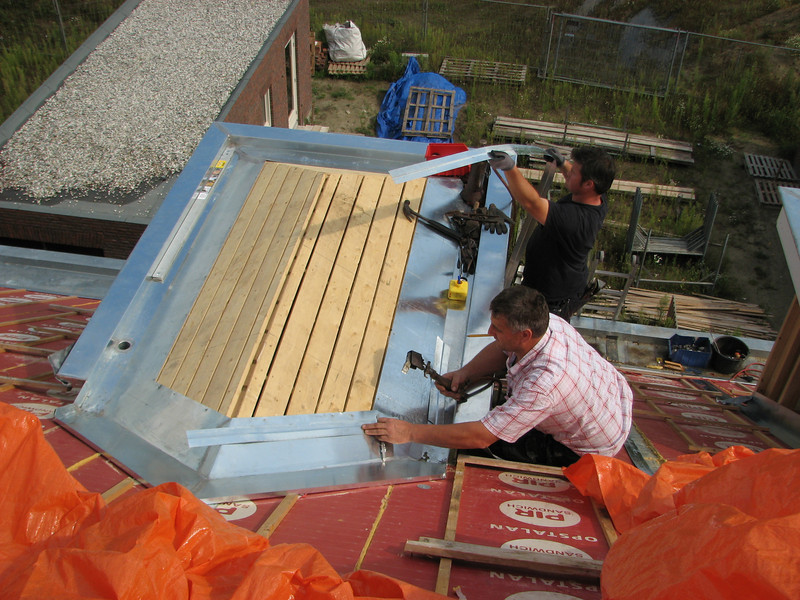 Soldering the zinc roof-sheets