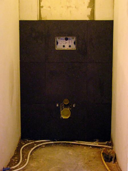 Toine Adriaans tiled the toilet reservoir (second floor)