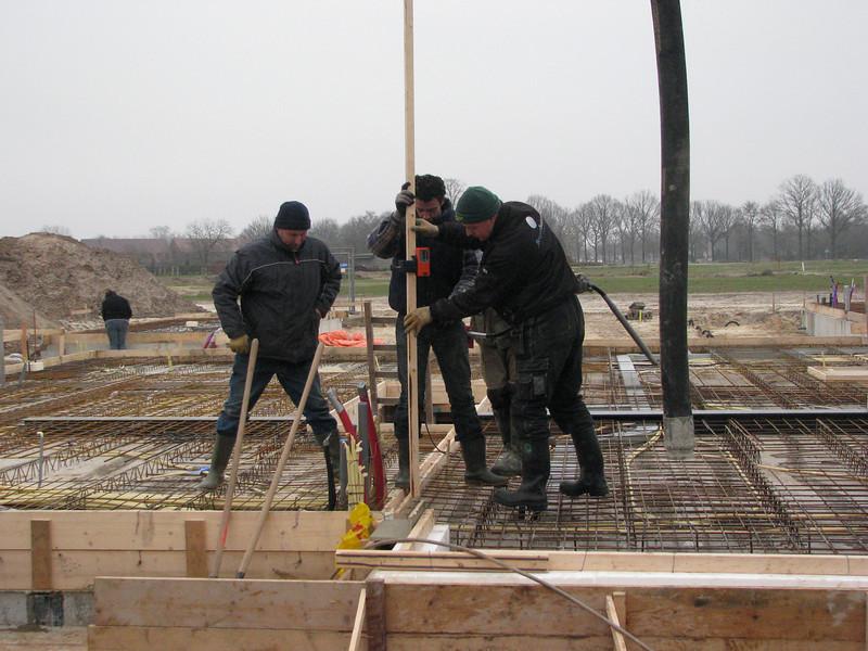 Measure the concrete hight with a laser, casting concrete