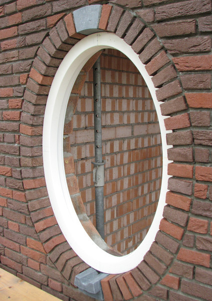 The oval window (South wall)