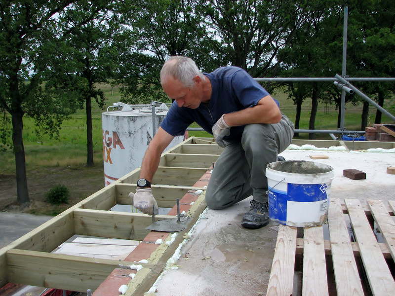 Insulation and cementing the anchors