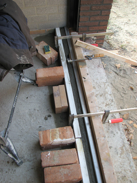 Strengthen the edge of the garage floor