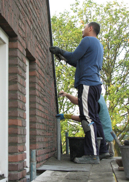 Pointing the front wall of the gable