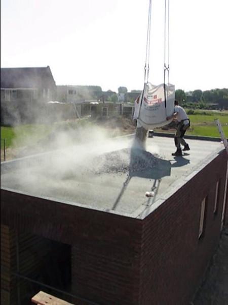 Film: Graveling the roof ballast