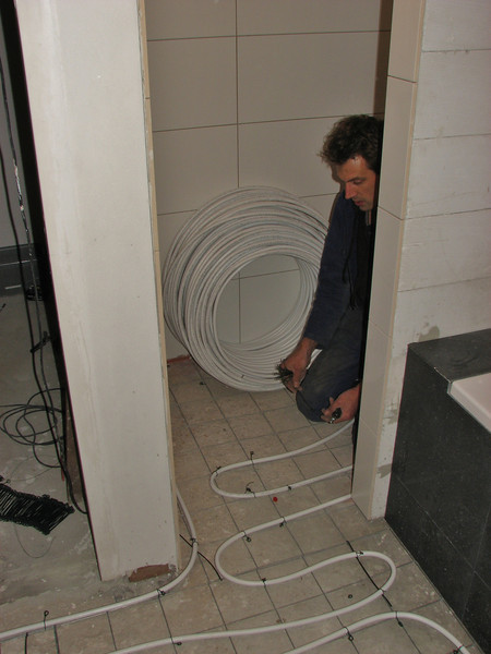 Installation of the heating hoses by Erick and Marijn