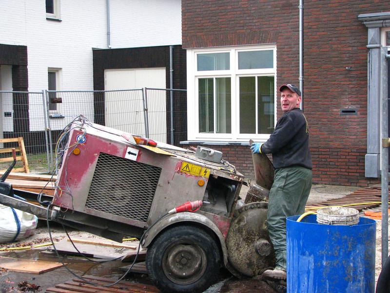 Hans Adriaans (Avedo) pumping mortar for tiling