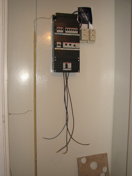 Electric installation in the meter cupboard