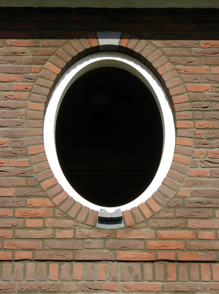 Pointing the oval window