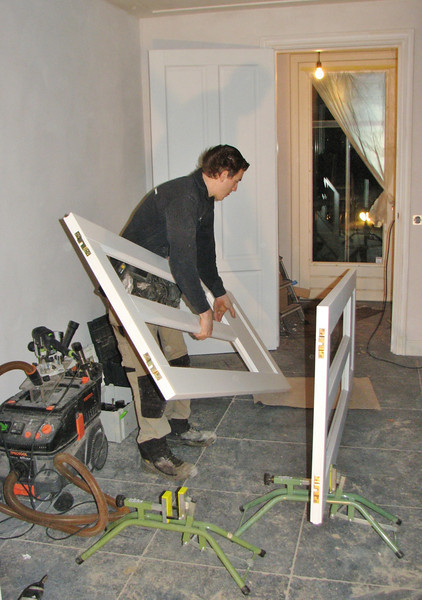 Jarno is mounting the sliding doors