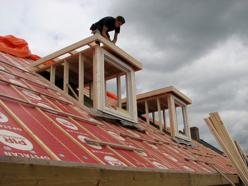 Making the roof of the dormer by Hans and Jarno