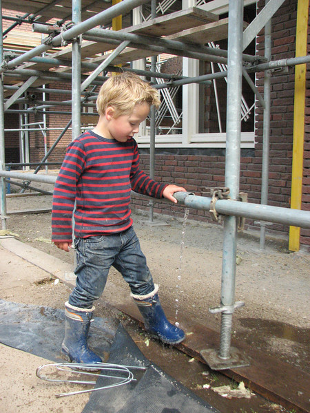Stijn making a water system :-))