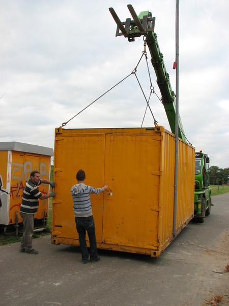 Frans and Stijn guiding the container