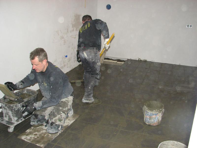 Toine Adriaans and Hans van Dommelen are washing in the cellar floor (Avedo tegelwerken)