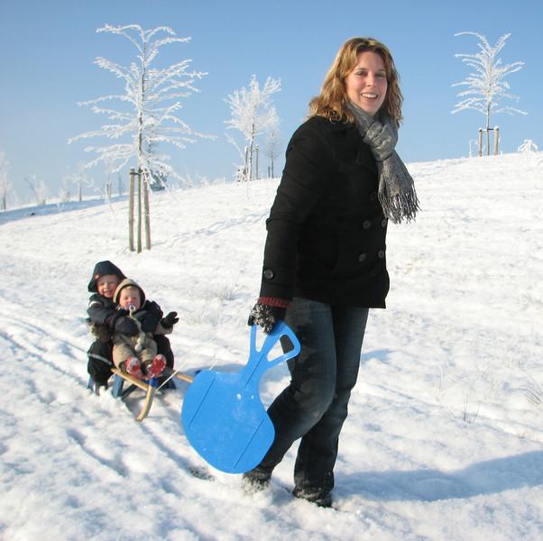 Saskia and the kids. Winter fun in Sonnius park